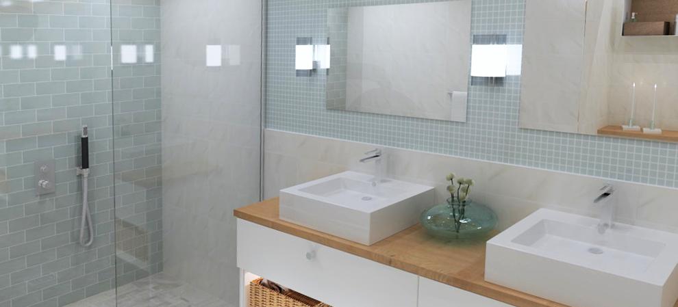 Vi på Höganäs Kakelcenter erbjuder dig att boka tid i någon av våra butiker  för att få hjälp att planera och rita upp ditt badrum i 3D. e3079d0c7b693